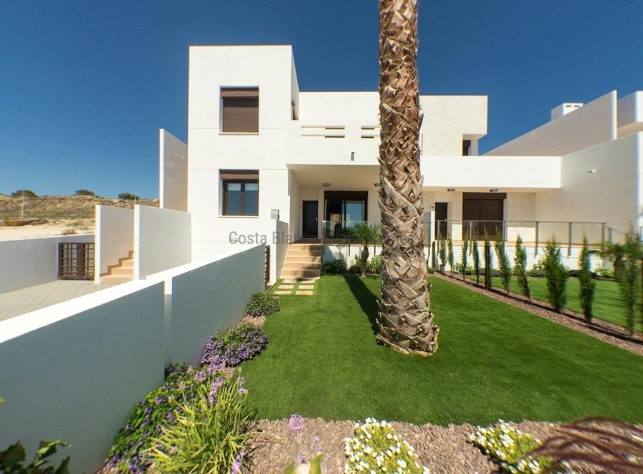 maison mitoyenne neuve avec vue golf vendre. Black Bedroom Furniture Sets. Home Design Ideas